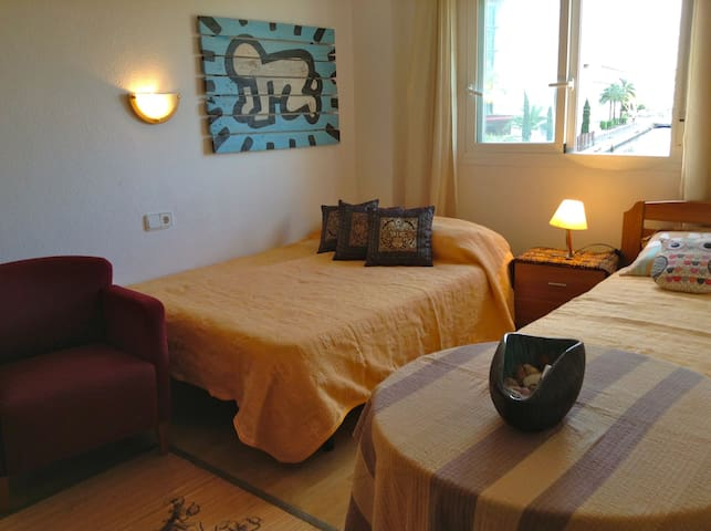 AC, 2 min from Pacha room for 3 - Eivissa - Wohnung