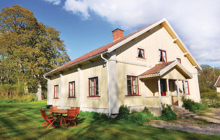 Holiday cottage with 3 bedrooms on 112m² in Finnerödja