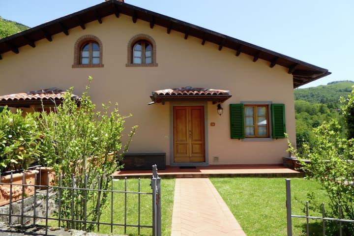 Woning dicht bij Pistoia en met uitzichten over de Apennijnen