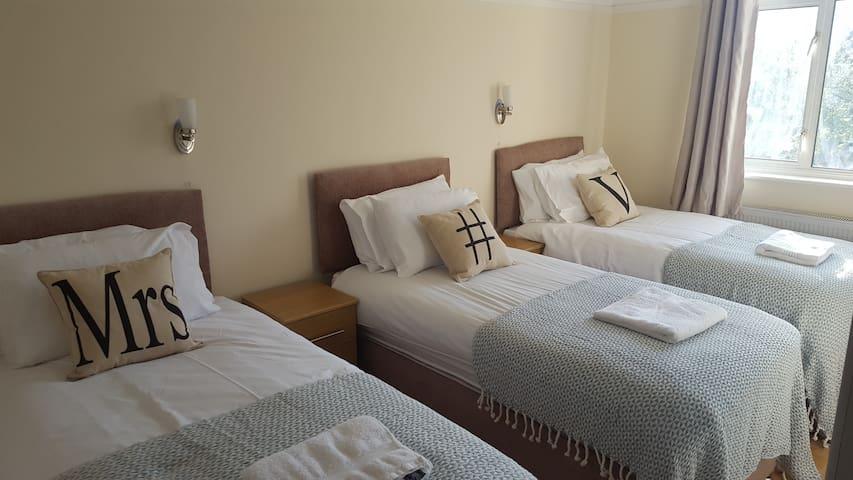 KH TRIPPLE ROOM 3 - Greater London - Bed & Breakfast
