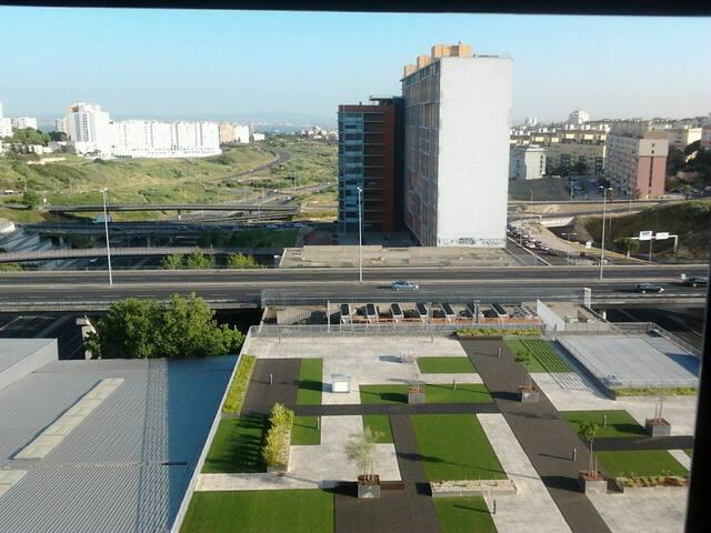 Modern flat near metro - Belavista - Lisboa - Bed & Breakfast