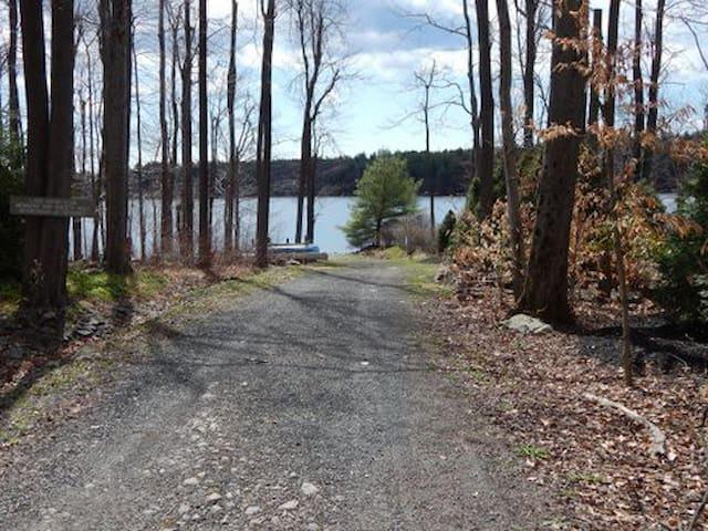 Lake Naomi Family Chalet - Pocono Pines - Casa