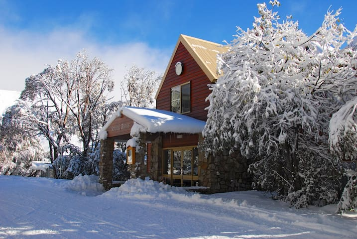 Amazing Ski Lodge in Falls Creek - Falls Creek - Bed & Breakfast