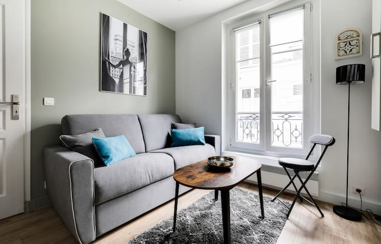 PLEASANT APARTMENT TWO STEPS AWAY FROM ARC DE TRIOMPHE