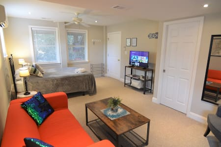 Private Room for 2 in the Heart of the OBX