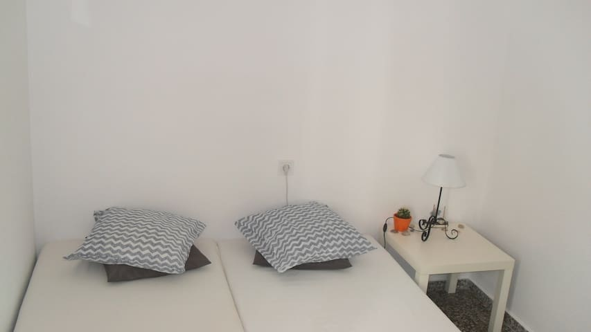 Nice Room Double Bed Wi-Fi  In the Heart Of Gandia