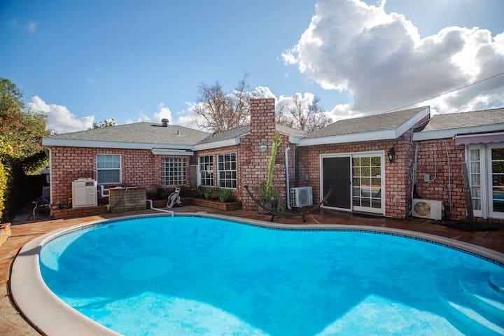 Classic Bixby Highlands Pool Home in Long Beach!