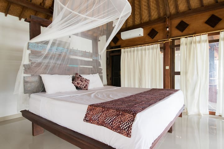 Classic Beach Villa 2 - Amed - Abang - Bed & Breakfast