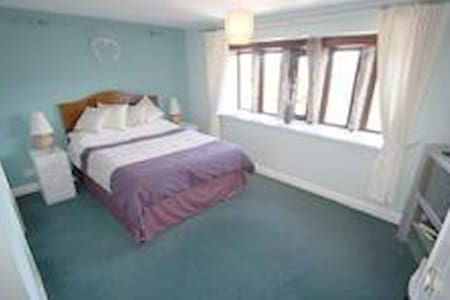 Turley Holes House - Bed & Breakfast