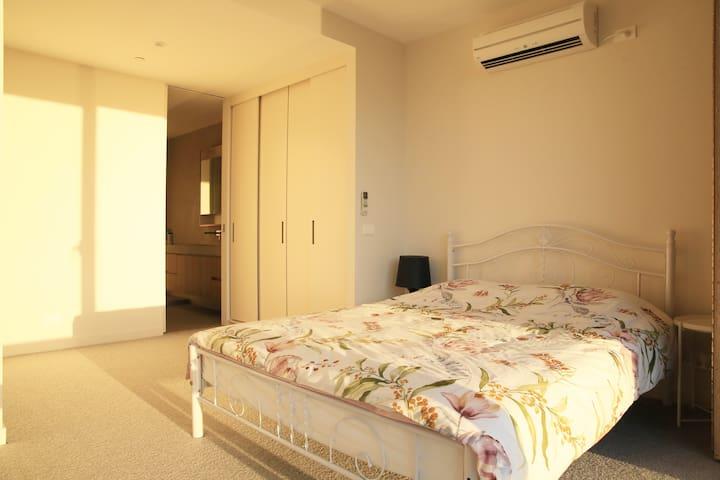 main bedroom picture 1
