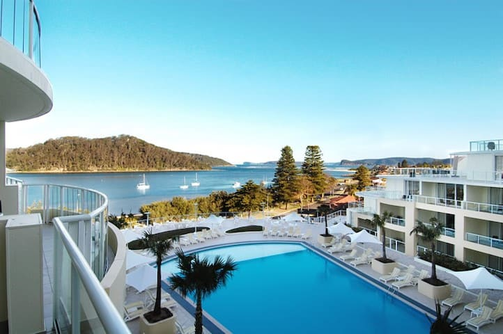 Luxurious Beachside Apartments  - Ettalong Beach - Daire