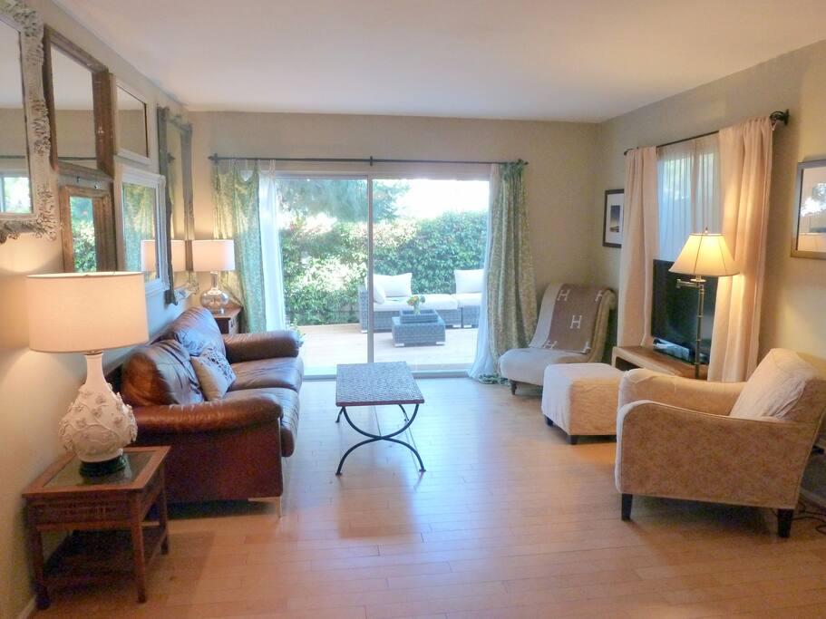 Indoor/outdoor living space