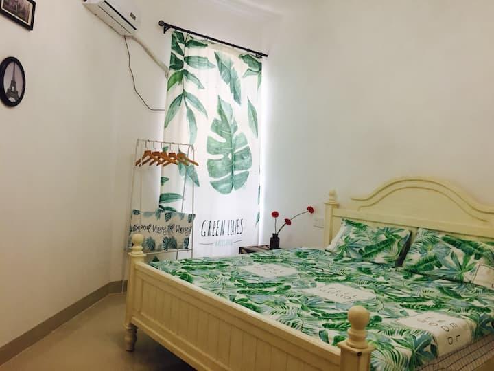 孟响家民宿 甜蜜蜜1.8米大床房(无独卫公用卫生间)海大北门/骑楼/白沙门海边公交直达机场高铁