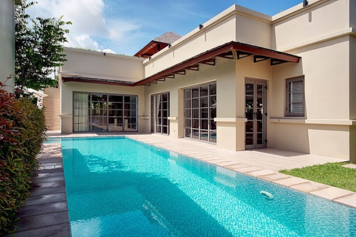 Splendid 2-bedroom L-shape villa with a swimming pool and a garden