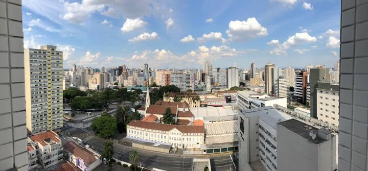 Studio no coração de Curitiba!