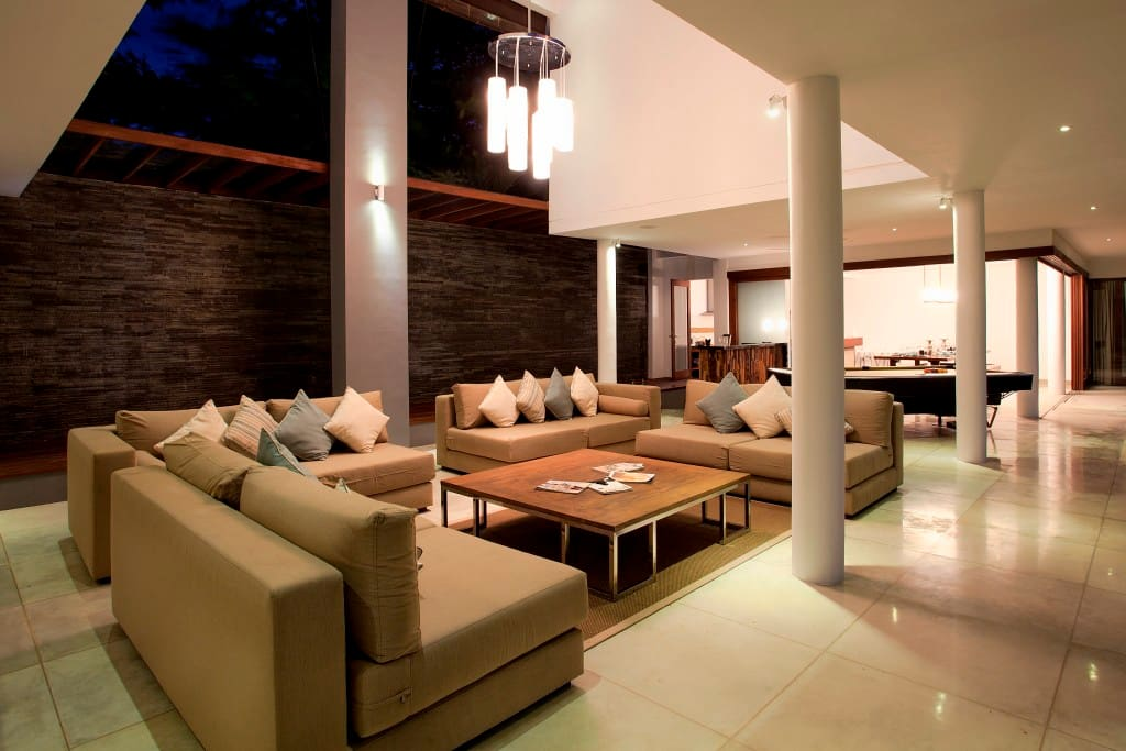 Villa luxueuse 5 chambres coucher jimbaran bali for Chambre a coucher entiere