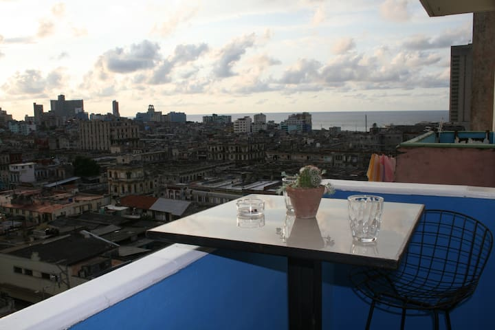 Private Appartment in Centro Habana with View