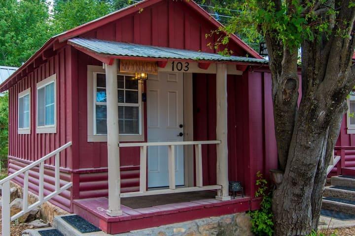 Wynken - Studio Cabin in Cloudcroft, New Mexico