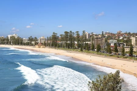 Manly - Beachfront flat with spa!