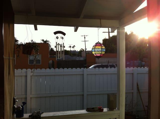 2BR/Garden Central  Family Home - Los Angeles - Ev