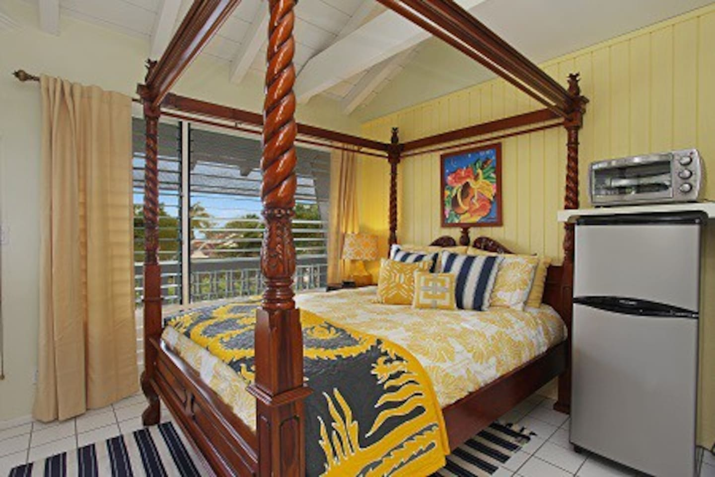 Queen size canopy bed with ocean view