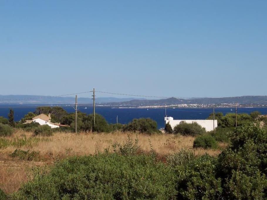 La vista dal terreno verso Carloforte