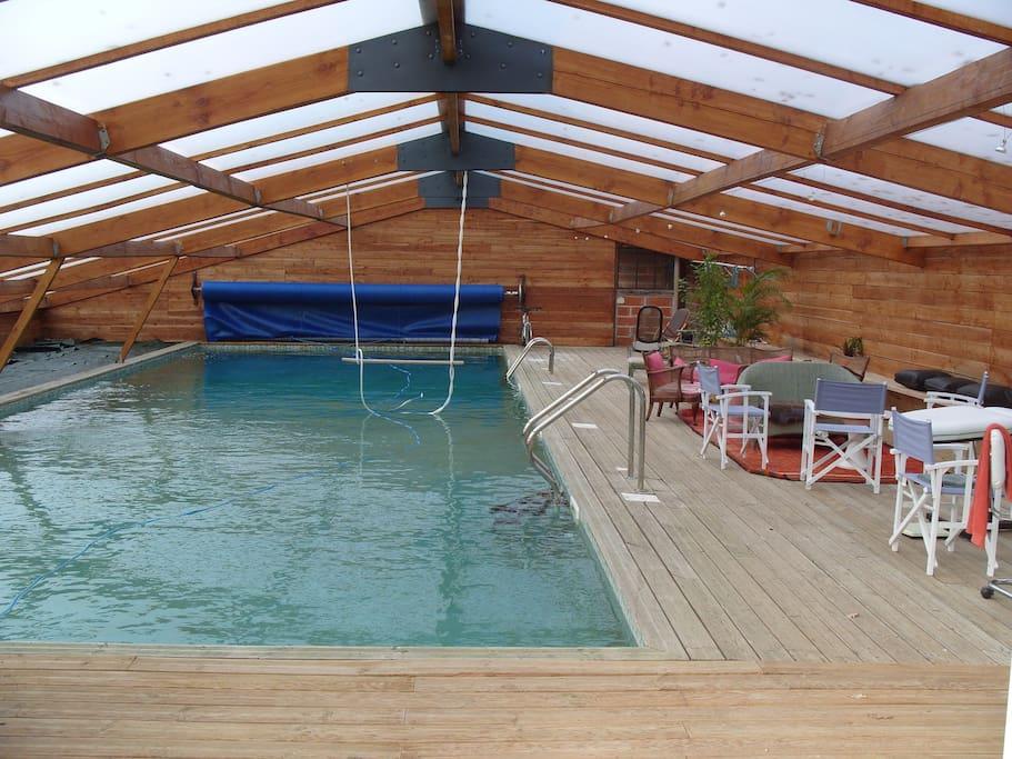 Piscine avec bassin 17x6m, chauffée à l'année, spa.