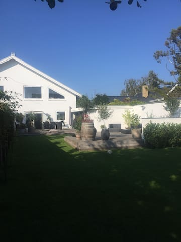 Dejligt stort hus med have. - Hvidovre