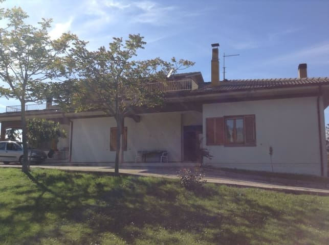 in collina tra mare e monti - San Severino Marche - House