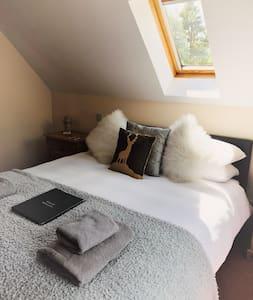 Eagle Suite (Bedroom 1)