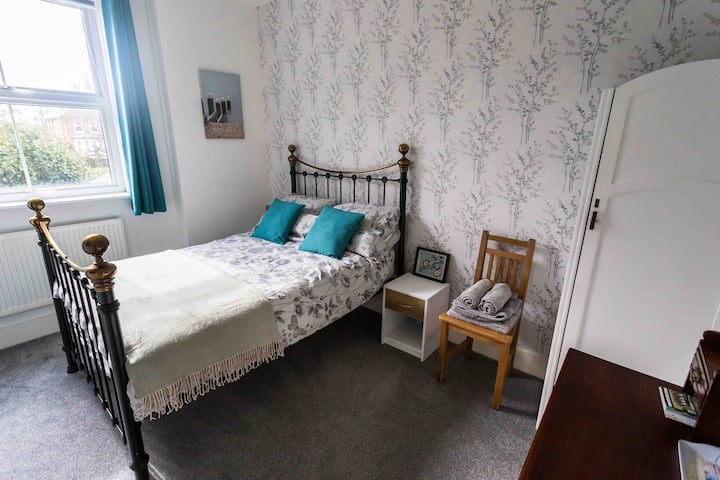 The old schoolhouse, private bedroom with en suite