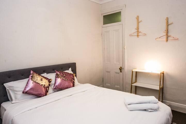 Private Room @ Sydney Boutique lodges (Unit C)