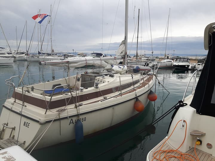 Sailing boat for sleeping in marina Baska Voda