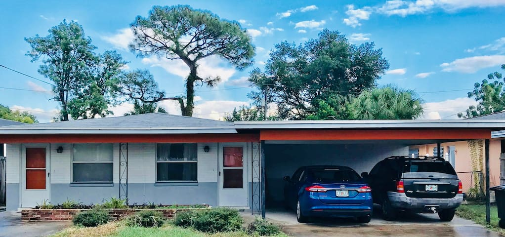 ** Price Reduce $1250  Monthly Large 2bed/1bath.**