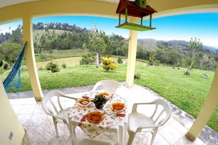 Casa de Campo  no Paraíso. - Campina Grande do Sul