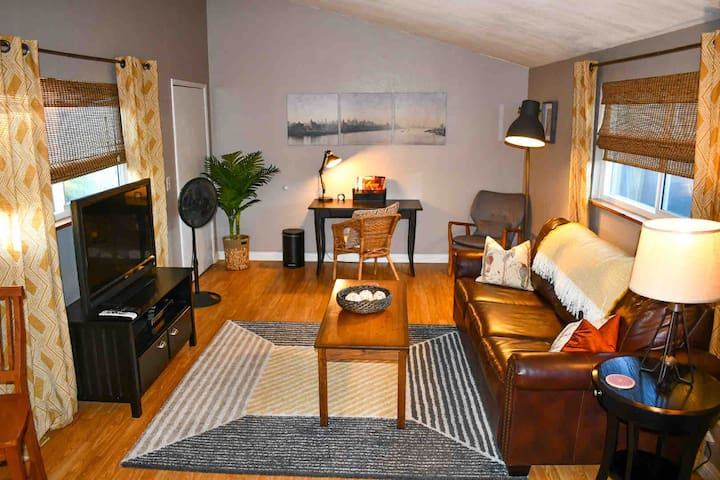 Clean, Comfortable, & Central to SD