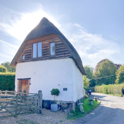 Beautiful thatched barn in Hampshire village