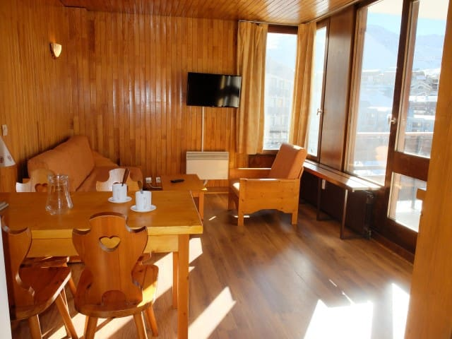 Studio renovated in the heart of Lavachet area, close to the slopes.