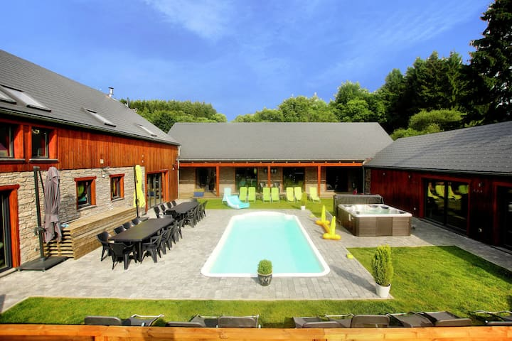 Beautiful villa with heated outdoor pool, sauna and jacuzzi at a large forest