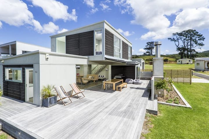 Modern Coromandel Bach with everything