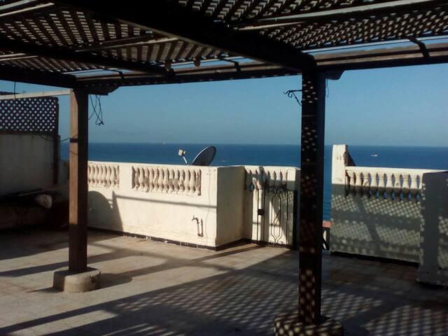 Maisonnette bord de mer climatisée avec terrasse