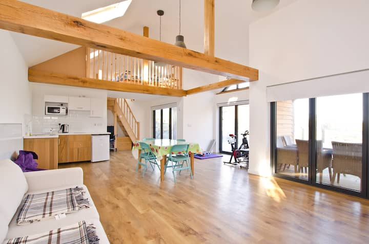 Spacious barn, Clean, bright & lovely views