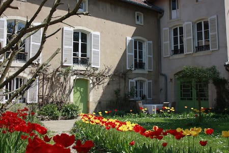 Grande chambre de charme calme proche Metz