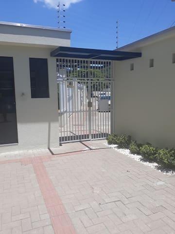 Portao pedestre de entrada e saída  do condomínio