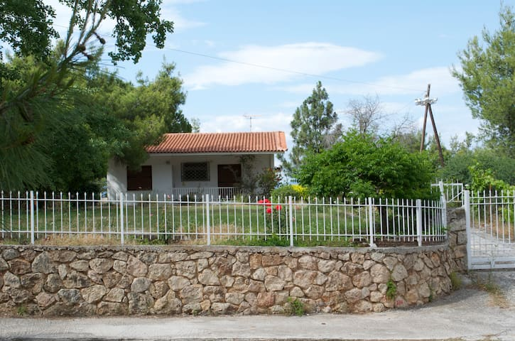 Traditional cottage retreat - Kalamos - Huis