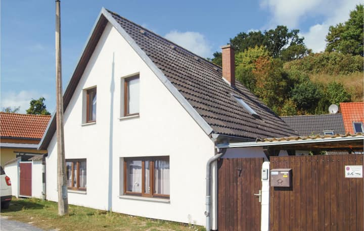 Amazing home in Kamminke with WiFi and 4 Bedrooms