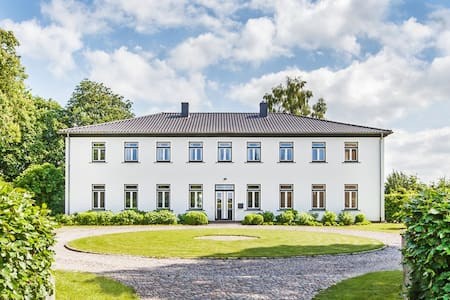 Designerwohnung im Herrenhaus -10min vor Rendsburg - Apartamento