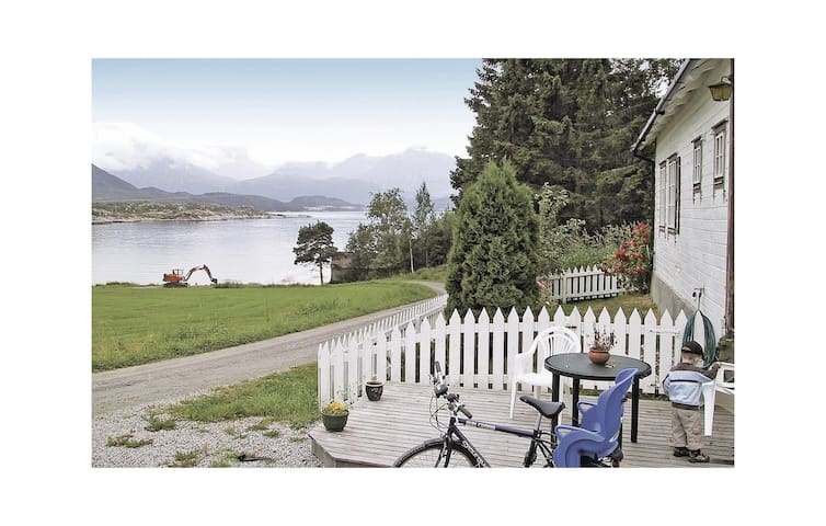 Holiday cottage with 1 bedroom on 55m² in Foldfjorden