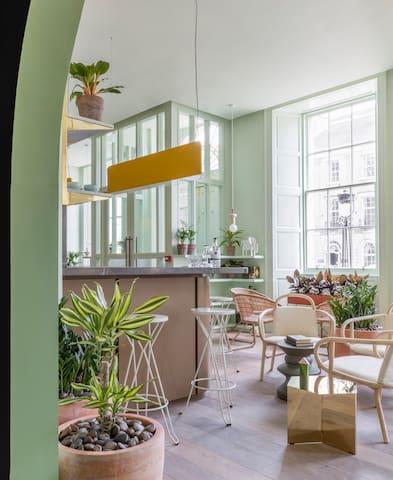 Beautiful Studio on George Street