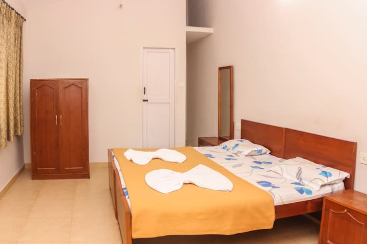 Private room in Dona Paula, Near Panjim